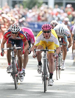 Mark Cavendish (T-Mobile) edges out Steven Caethoven (Chocolade Jacques - Topsport) and JJ Haedo (Te