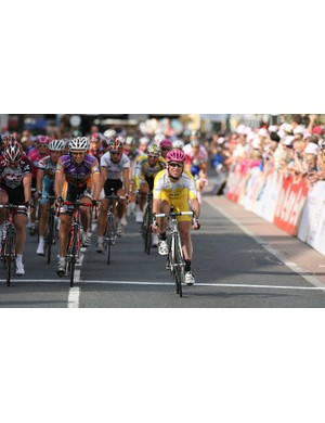 Cavendish comes home at the front of his group
