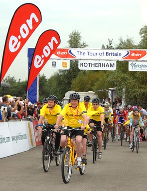 The Tomlinson family lead out the Tour of Britain on the stage renamed in memory of Jane Tomlinson w