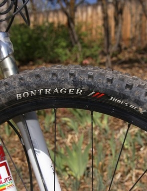 A meaty Bontrager Jones ACX tyre does most of the work up front…