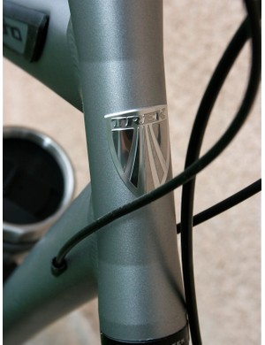 Sculpted head tube offers clean lines.