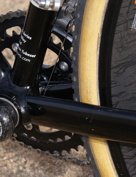 The chain stays are relatively tall for rigidity and bridgeless for more mud clearance.