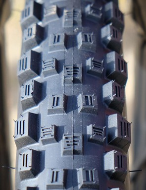 Vittoria has a new enduro tread in its line. The Martello (Italian for hammer) has already been raced on the EWS circuit by Anneke Beerten. It features extensive, progressive siping for predictable cornering. The Martello will come in 26, 27.5 and 29in versions when it becomes available this fall. Pricing is set at $79 (UK and Australian pricing has yet to be announced)