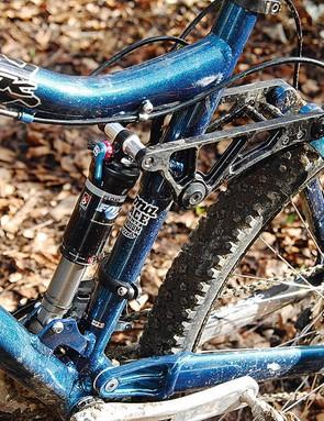 Classic linkaged single-pivot rear suspension Just Works(TM)