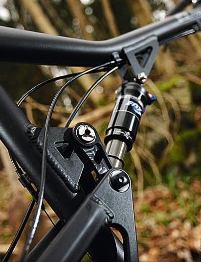 Dipped top tube adds standover clearance