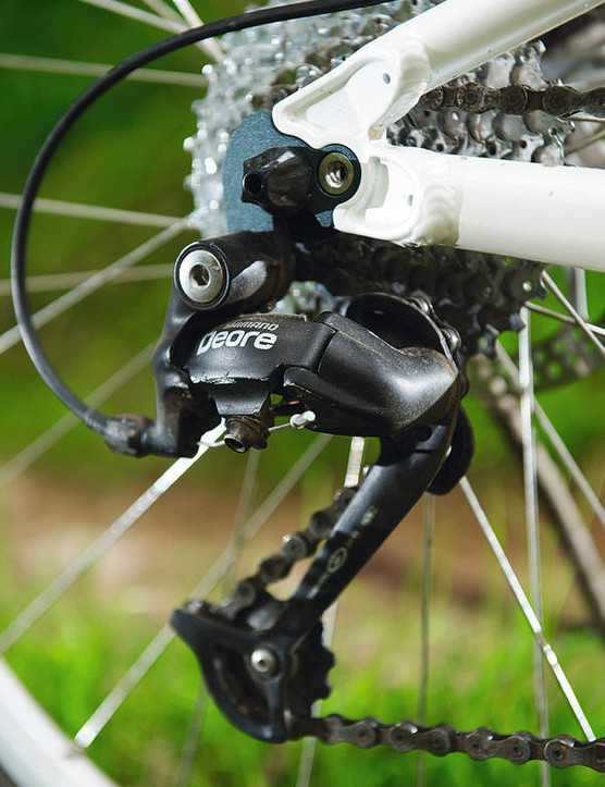 Shimano Deore drivetrain works fi ne, but hints at some cost-cutting