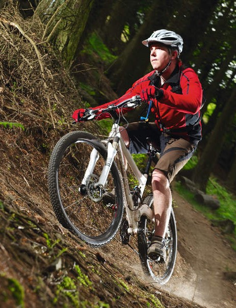 Handling strikes the  right balance between  singletrack nimbleness  and fireroad stability