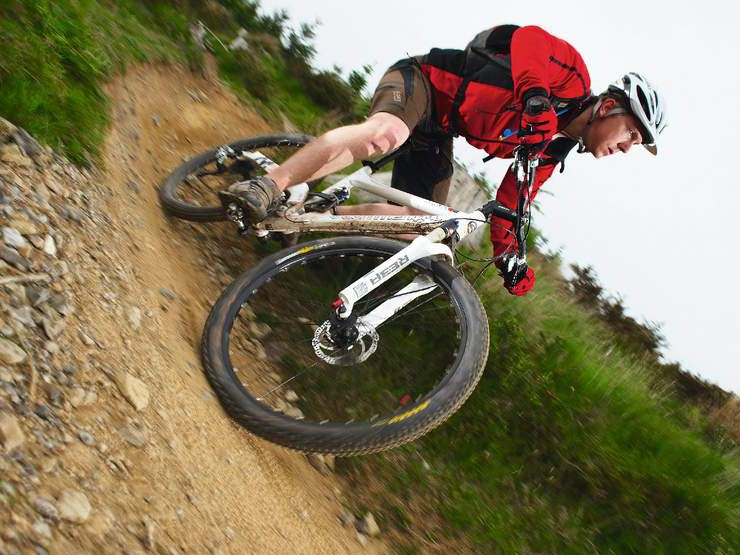 'Contact system' helps rear wheel track over the tiniest of trail obstacles