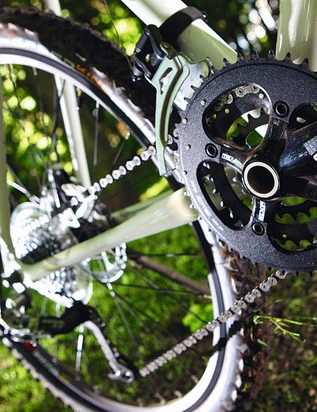 Solid drivetrain comprises SRAM X.7 and X.9 mechs plus Truvativ cranks