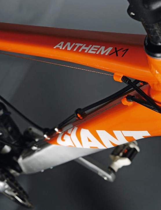 Giant claims this is its lightest alu full-suss frame ever, at 2.3kg