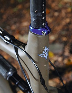 Anodized seat collar and cartridges can be colour matched