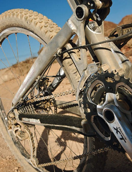 An XT drivetrain complements its AM/XC versatility