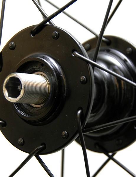The rear hub uses an oversized aluminium axle.