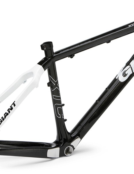 New for 2009 is the Giant XTC Advanced SL carbon hardtail which is claimed to weigh just 1kg