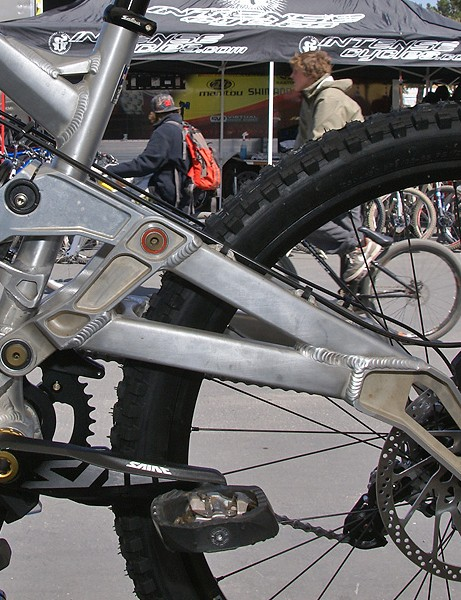 In spite of the complicated look the prototype Yeti 303 RDH is essentially a single-pivot bike.
