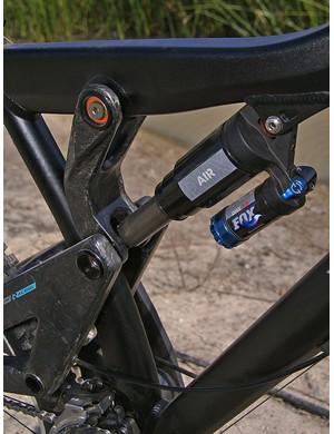 The upper shock link is carbon fiber, too.