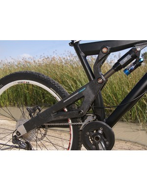 Yeti eliminated the driveside chain stay to improve clearances…