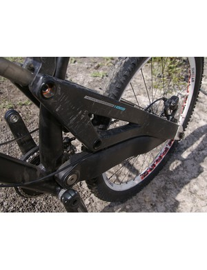 …meaning the single-sided non-driveside chain stay is appropriately gigantic.