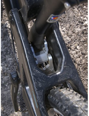 A small swing link is included here, too, to help with rear end stiffness.