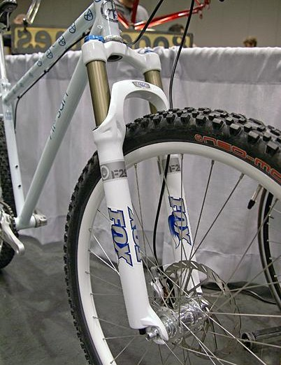 Yipsan's 650B singlespeed used a Fox 29