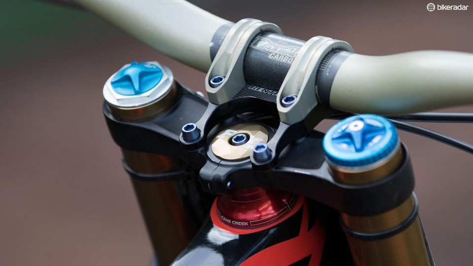 Aaron Gwin's YT Tues CF 2016 pro bike with ethirteen LG1r - BikeRadar
