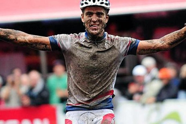 Julien Absalon (Orbea) in first place as he crossed one of the bridges at the Bromont world cup.