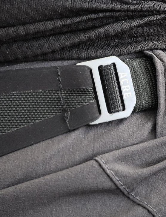 A single-sided strap adjusts the waistband