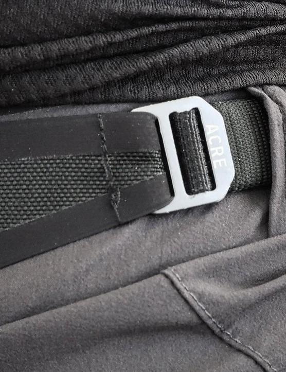 A single-sided strap adjusts the waistband