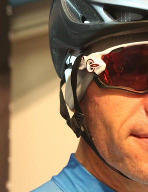 We tested a Specialized Evade aero helmet in standard configuration and with the straps loosened and positioned over the sunglass arms