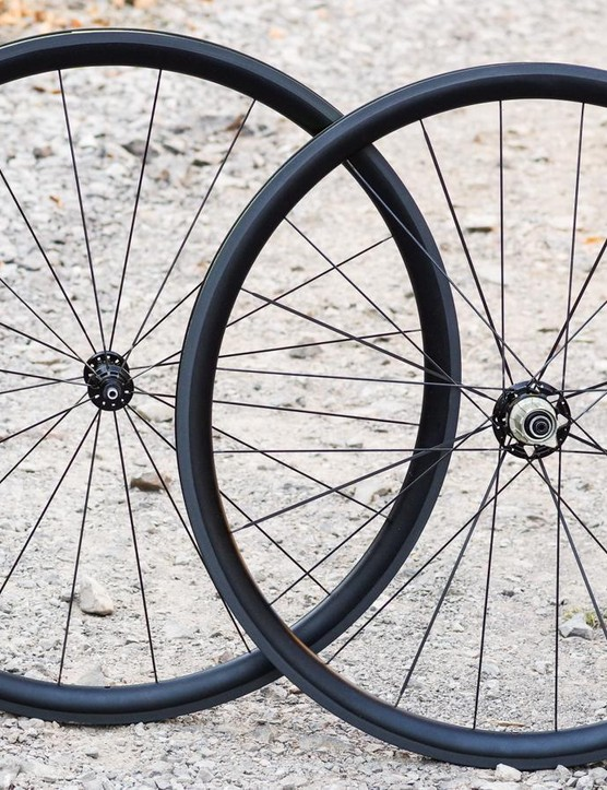 AForce's Al33 clinchers promise carbon looks and performance for alloy money