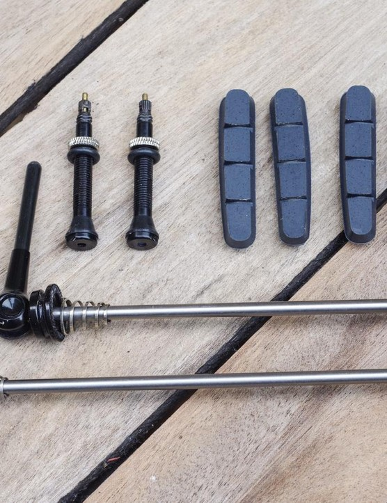 AForce supplies the wheels tubeless-ready, with appropriate brake pads. The ultra-lightweight skewers are a cost upgrade