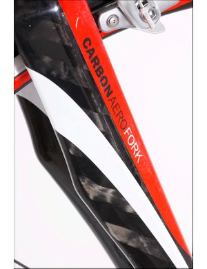 The carbon fork keeps things pointing in the right direction