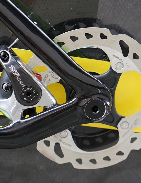 Hydraulic calipers are state of the art for road and mountain bikes, but Shimano doesn't yet make a hydraulic TT lever, so Cannondale uses mechanical
