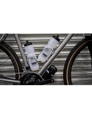 Like many gravel bikes, the Kratos sports three pairs of bottle bosses