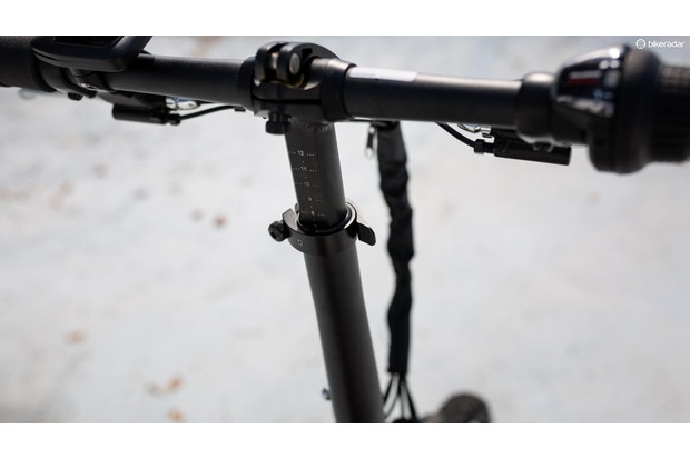 To ensure the bars are straight, the telescoping steerer has a flat back