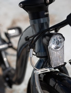 The integrated front light can be controlled from the LCD display