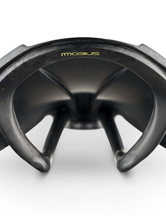 The new Versus Evo 00 range gets Fizik's premium onw-piece Mobius carbon rail