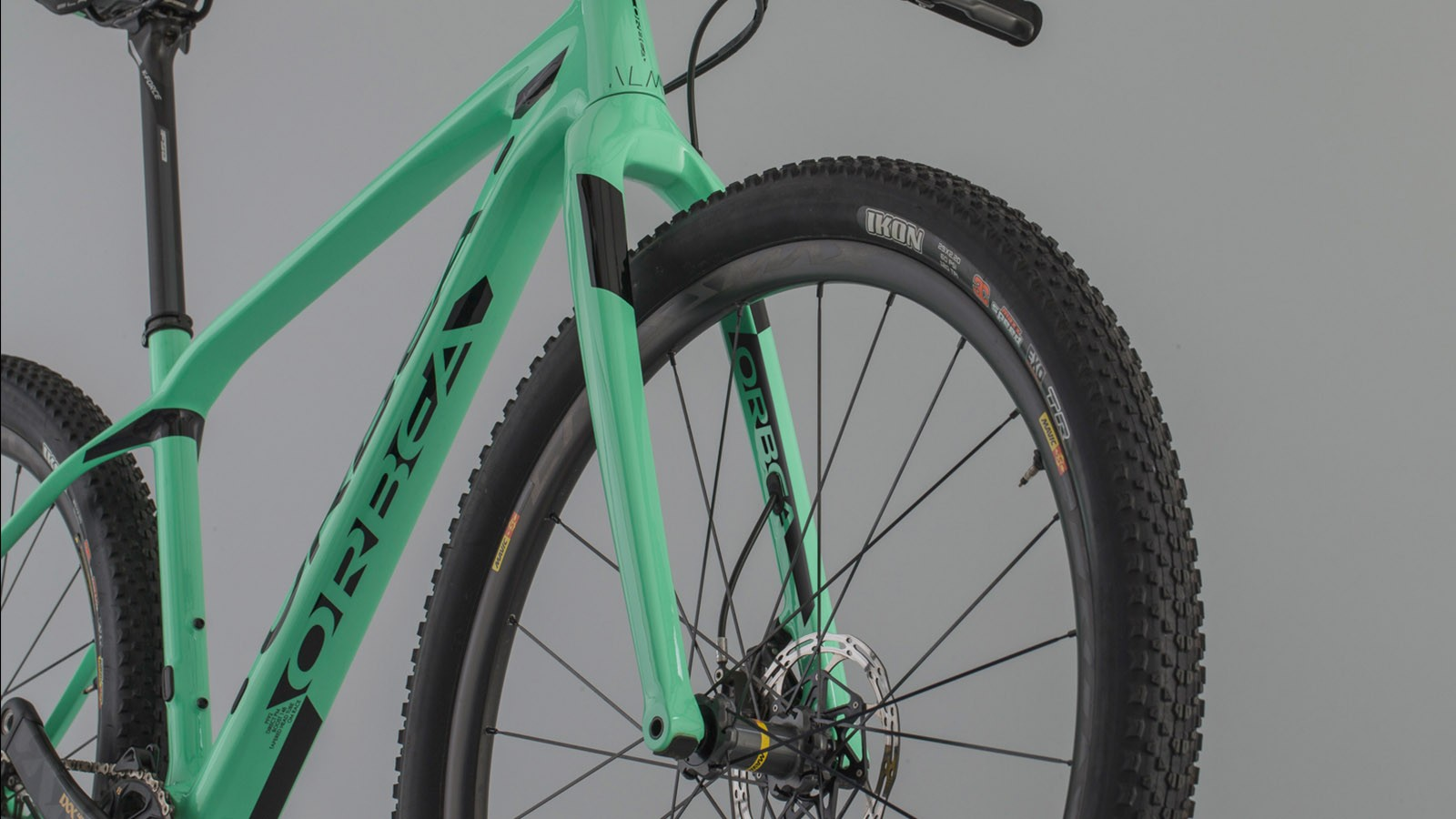 The Spirit carbon fork is claimed to weigh 575g