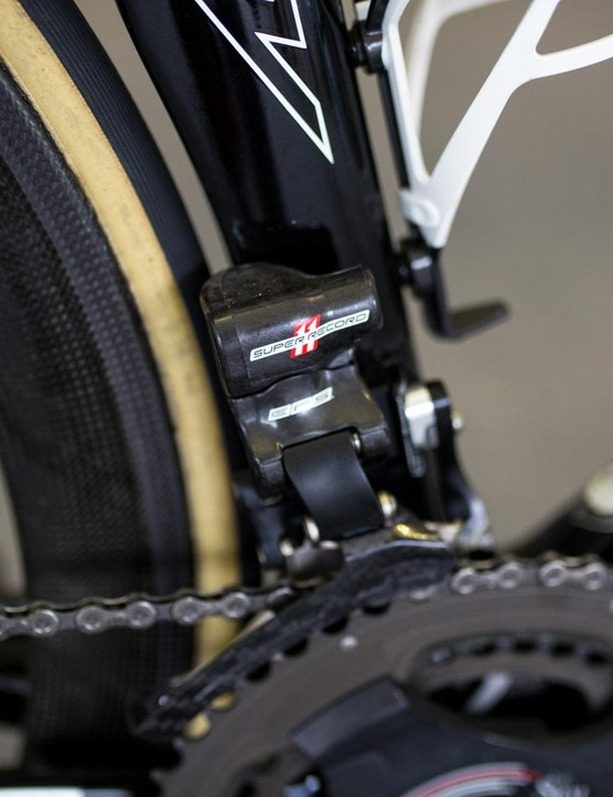 A Super Record EPS front derailleur takes care of the front shifting