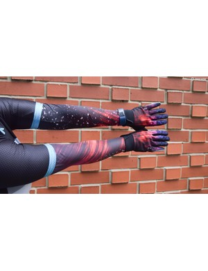 The arm warmers are intentionally mis-matched, and coordinate with other garments in the range