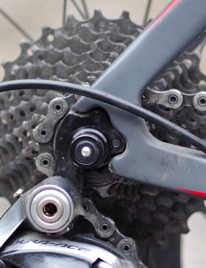 The rear dropout design precludes rapid wheel changes as the quick release nut catches on the frame