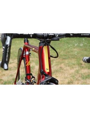 Argon 18 claims this external upper headset makes for a stiffer front end