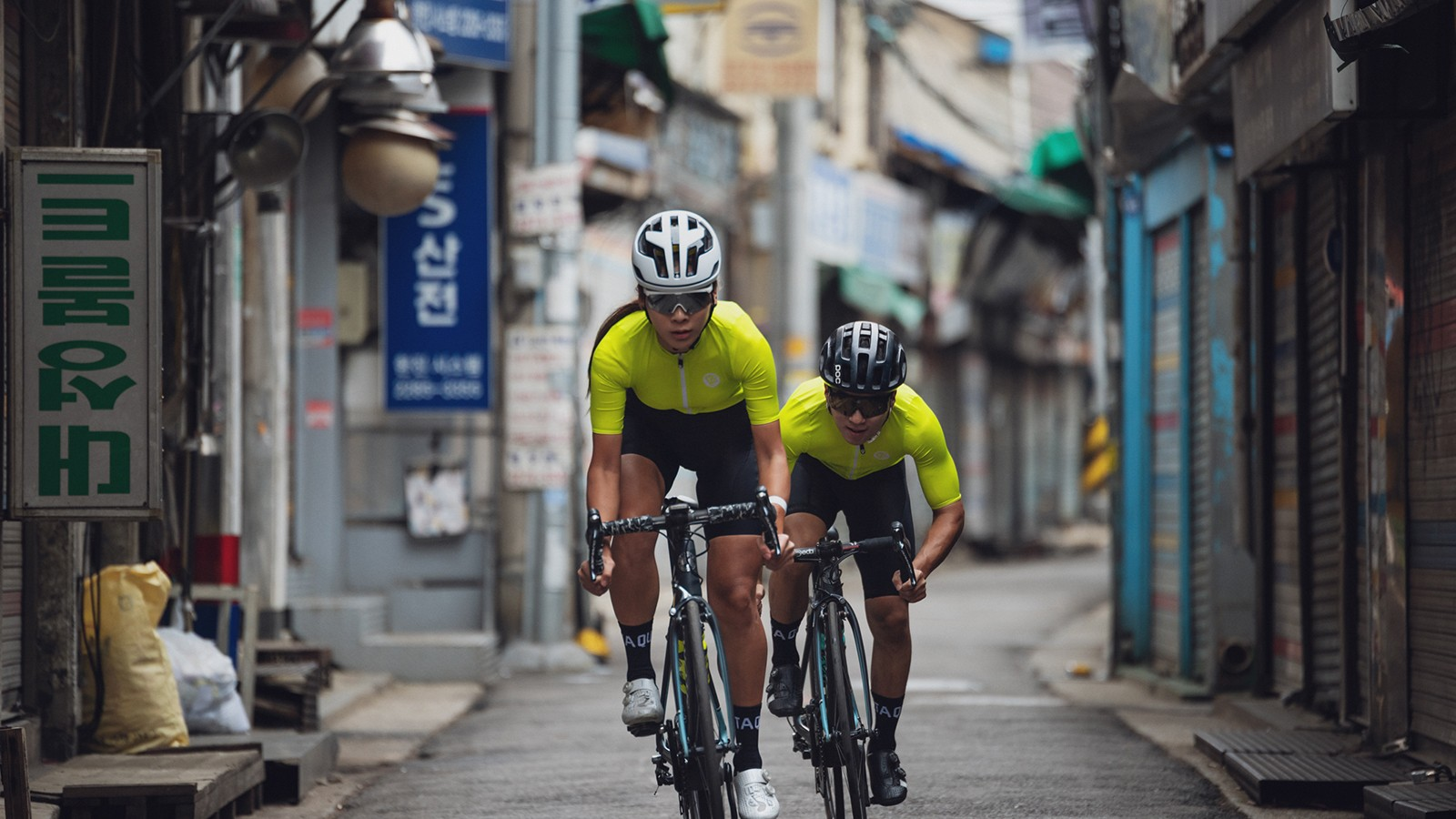 The bright Race jersey in Neon