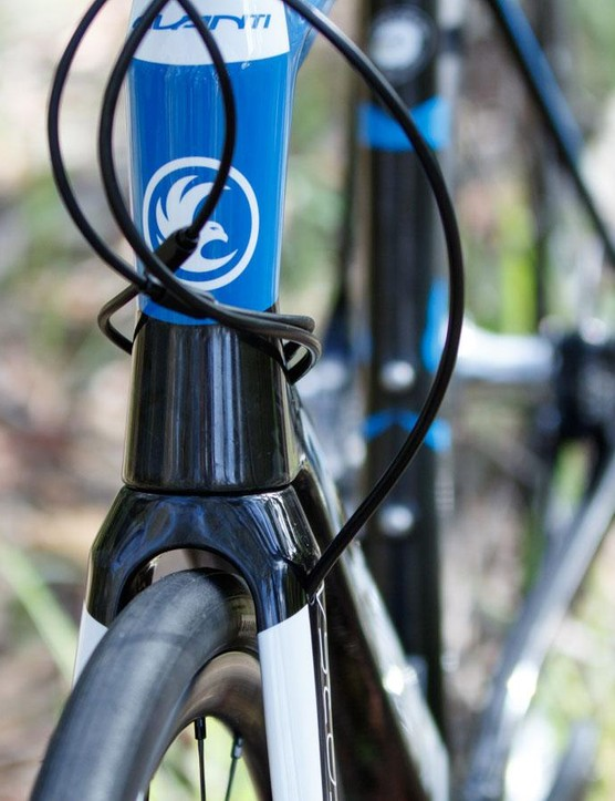 Cable routing is internal at all points, including the front brake hose that is guided through the left fork leg