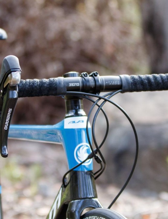 Non-series Shimano RS685 11-speed shifters are given up front. These are a quality item, but can rattle a little over rough surfaces