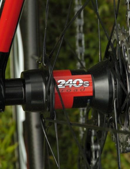 DT Swiss hubs anchor the Zero wheels