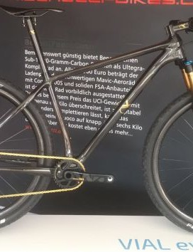 AX-Lightness' Vial bike weighs 6.9kg / 15.2lbs! Superlight, super fast and not exclusive to millionaires