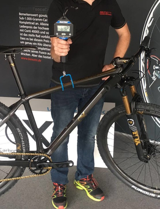 AX-Lightness' VIAL evo XC is barely UCI legal at 6.9kg/15.2lbs