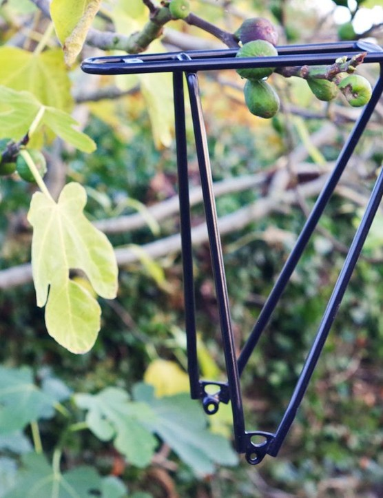 The Tubus Fly Evo is a properly light pannier rack (fig tree not included)