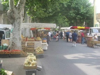 No time to stop at the street market in Bédoin!